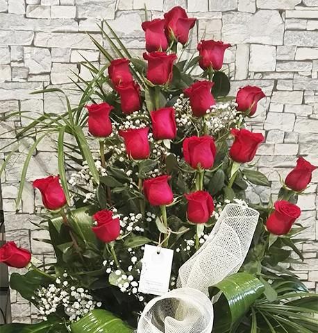 centro-decorado-con-rosas-rojas