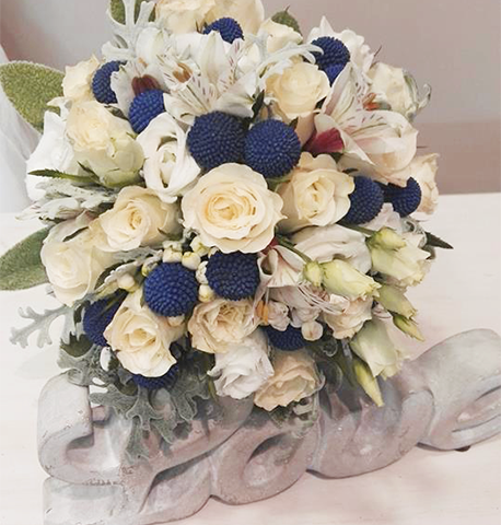 ramo-de-flores-con-detalles-de-color